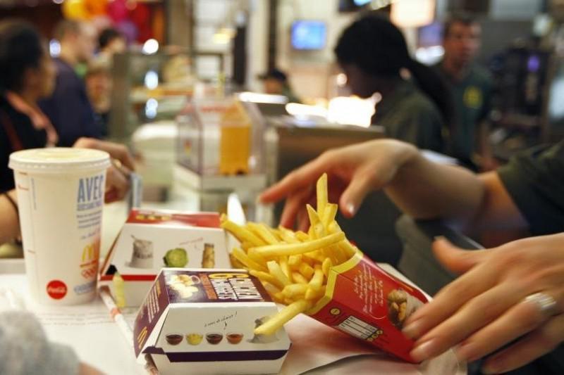 哈佛研究:汉堡薯条及披萨等西式食物,可能导致男性精虫数量减少