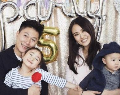 21岁李小鹏爱上了14岁的李安琪,7年的等待,换来了今天的幸福!