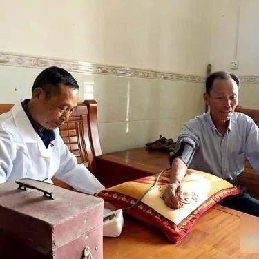 漫漫行医路拳拳赤子心  52年行医路泰和70岁老人一路坚持与奉献