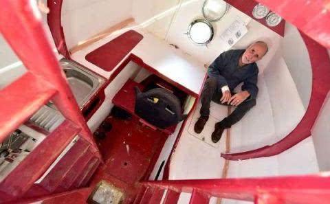 """法国一老人,自制""""漂流桶"""",历时122天,成功穿越大西洋"""