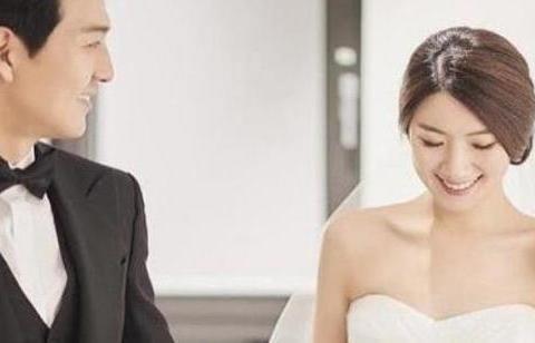 李必模宣布妻子怀孕,这对荧幕CP相恋五个月闪婚,搞到真的了