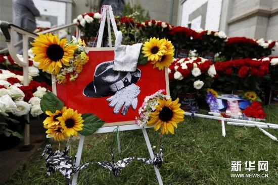 美国歌迷纪念迈克尔·杰克逊逝世十周年