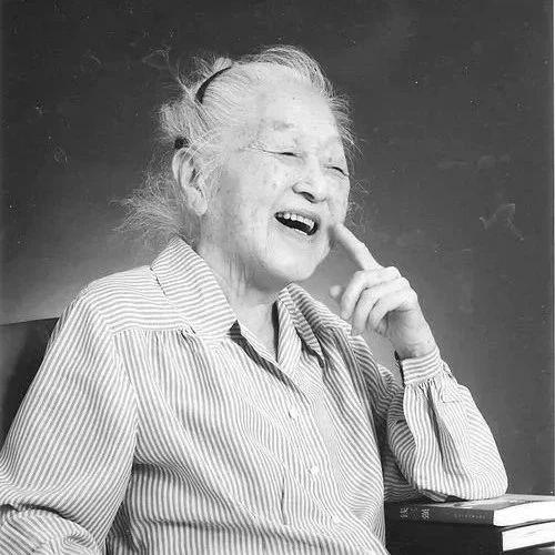 一位贫穷中国老人悄然离世,然而她的背景实在太吓人,足以震惊世界!