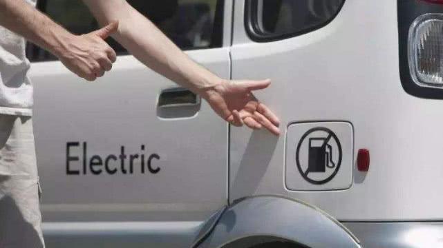 中国首个禁售燃油车城市公布,车主见到消息后,都想去卖车了