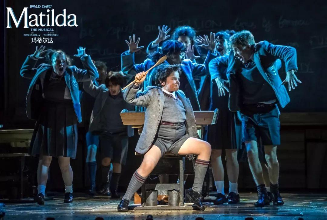 五星级酒店免费自助餐、包车接送,907&988主播带你去看英国国宝级原版音乐剧《玛蒂尔达》!
