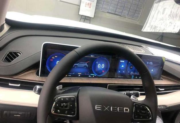 星途全新SUV实车,外观争议大,但这内饰,真的可以玩很久