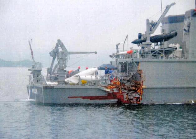 日本海自扫雷艇与货船碰撞 严重