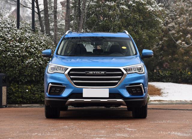 10万级采用2+3+2布局的中型SUV轴距2850mm超汉兰达,配全景天窗
