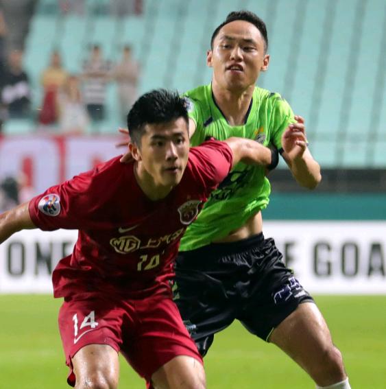 韩国施暴球员解释打人原因:中国球员犯规在先,裁判偏袒上港