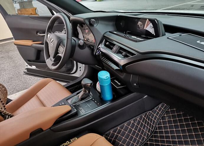 最便宜的雷克萨斯SUV,百公里油耗4.2L,小日本的混动技术真的牛