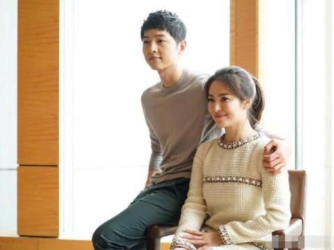 宋仲基被曝去年9月开始同宋慧乔分居,但那时他还在公开示爱妻子