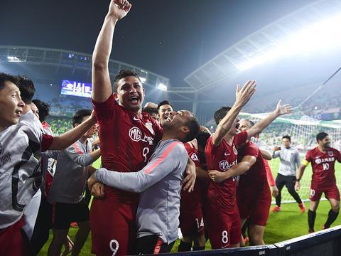 堪比恒大5比1横扫全北的胜利! 亚冠上港晋级八强中国球迷犀利点评