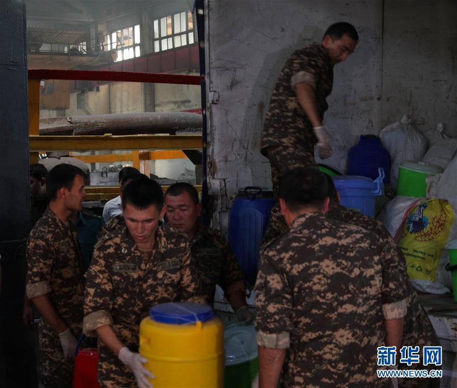 乌兹别克斯坦集中销毁1吨多各类毒品