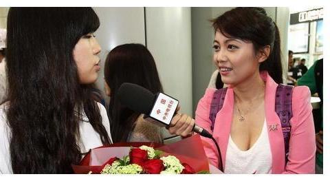 业务水平低!女足记者再现冬日娜式提问,21岁门将彭诗梦被逼哭