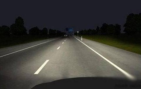 夜晚开高速如何正确使用灯光?