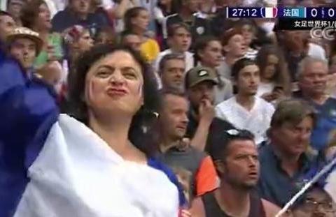 女足世界杯出现1幕改判!VAR取消东道主进球,4万多球迷全场嘘声