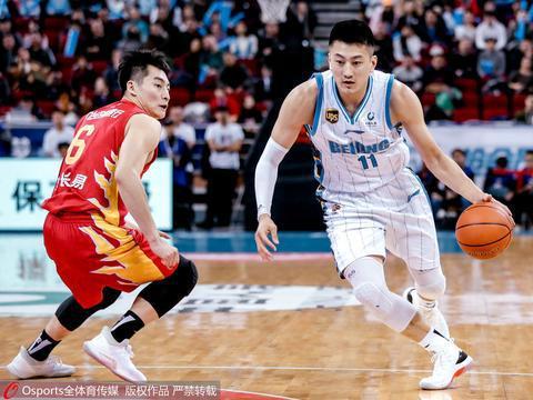 曝首钢续约段江鹏签2+1合同 上赛季场均4.8分