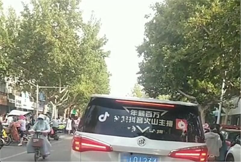 """25万别克GL8现山东街头,车牌是""""顺子"""",价值不输三连号牌"""