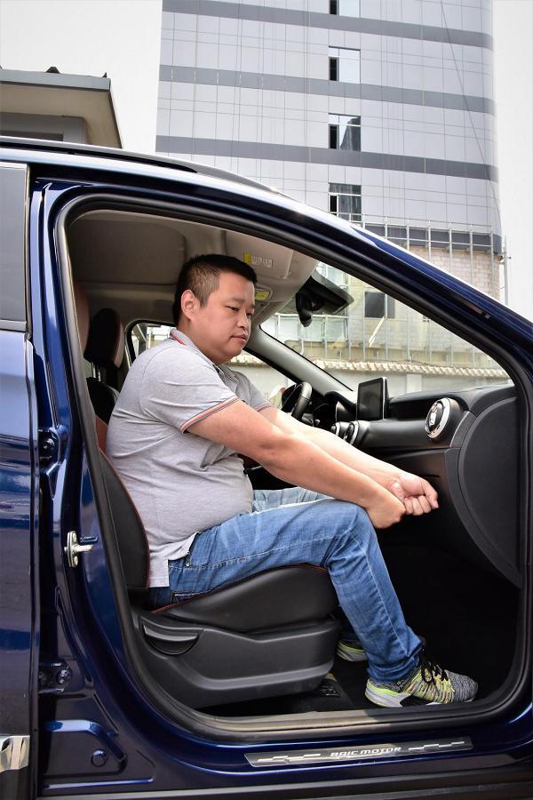 一台6万级紧凑型SUV居然装了半吨重的人