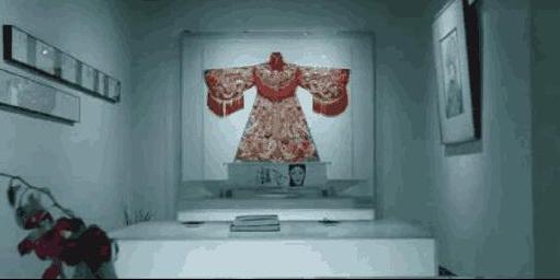 带你看看李玉刚工作室装修,内部摆放很多旗袍,对工作很敬业