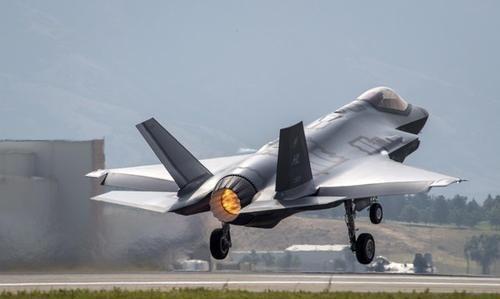 6款五代机齐聚巴黎航展,中国这款战机成黑马,不是歼-20