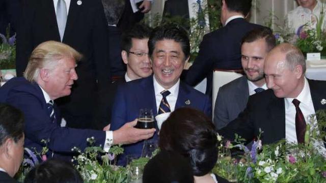 普京G20晚宴自带保温杯获关注,佩斯科夫揭秘:杯中是热茶