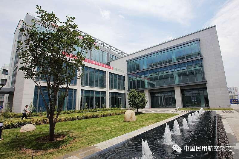 民航局副局长董志毅与东航国际航班机组空地对话