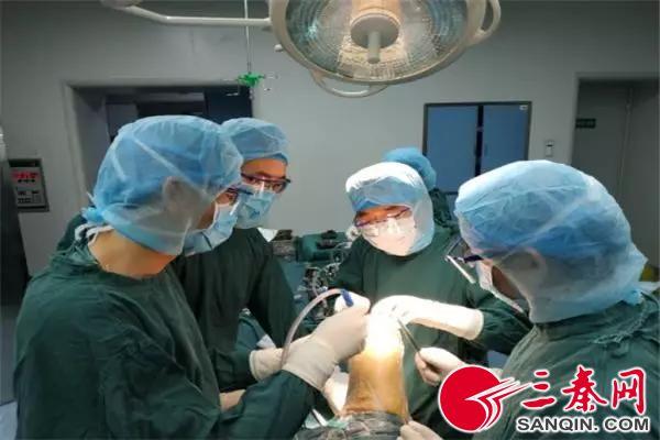 西电医院完成西北首例新款双膝关节置换术