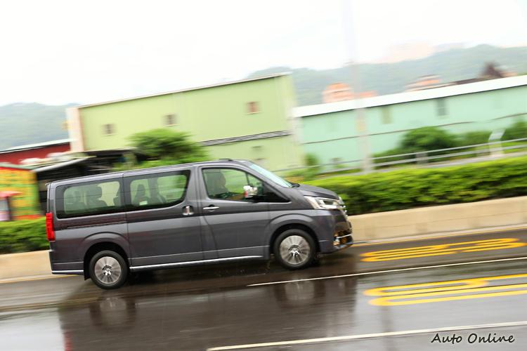 试驾丰田 Granvia 九人座豪华版MPV商旅车
