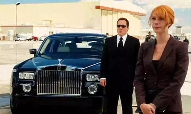 不请司机,几百万买来的劳斯莱斯,当然自己开才爽