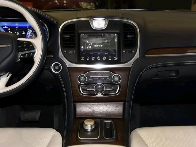 """这款低价""""豪车""""能满足你的宾利梦,V6发动机是唯一的优势?"""