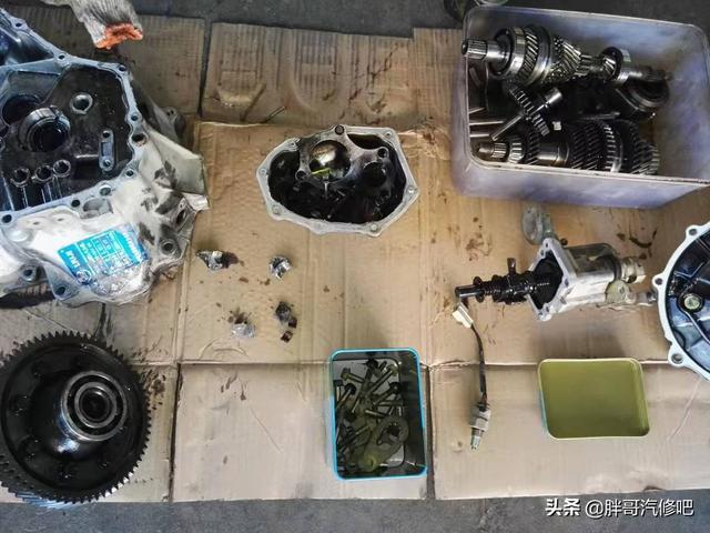车主启动车辆时一个小失误,造成变速箱壳体破裂,胖哥拆解维修