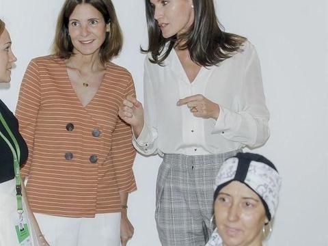 西班牙王后简约装现身,曾是记者