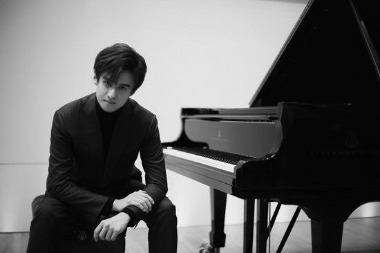 新生代钢琴艺术家张浩天跨界合作李姝睿首演原创新作《万物灵源》