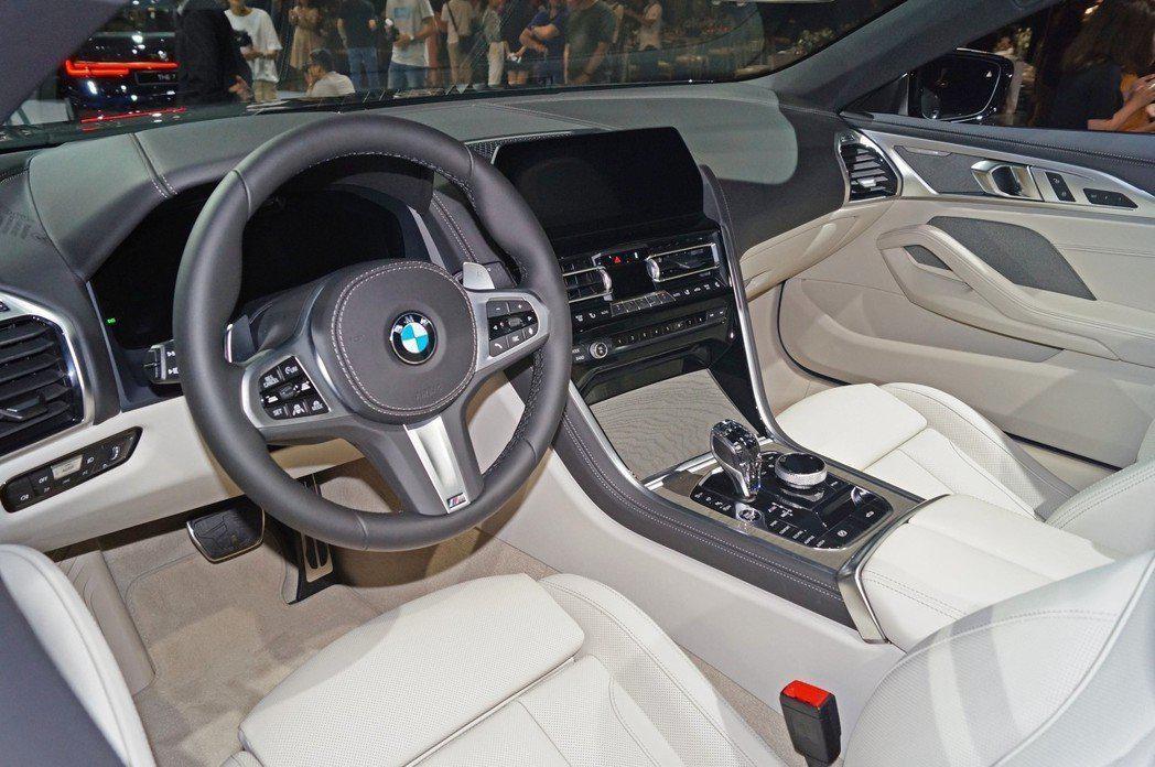BMW旗舰上空GT跑车登台M850i xDrive Convertible绝美上市!