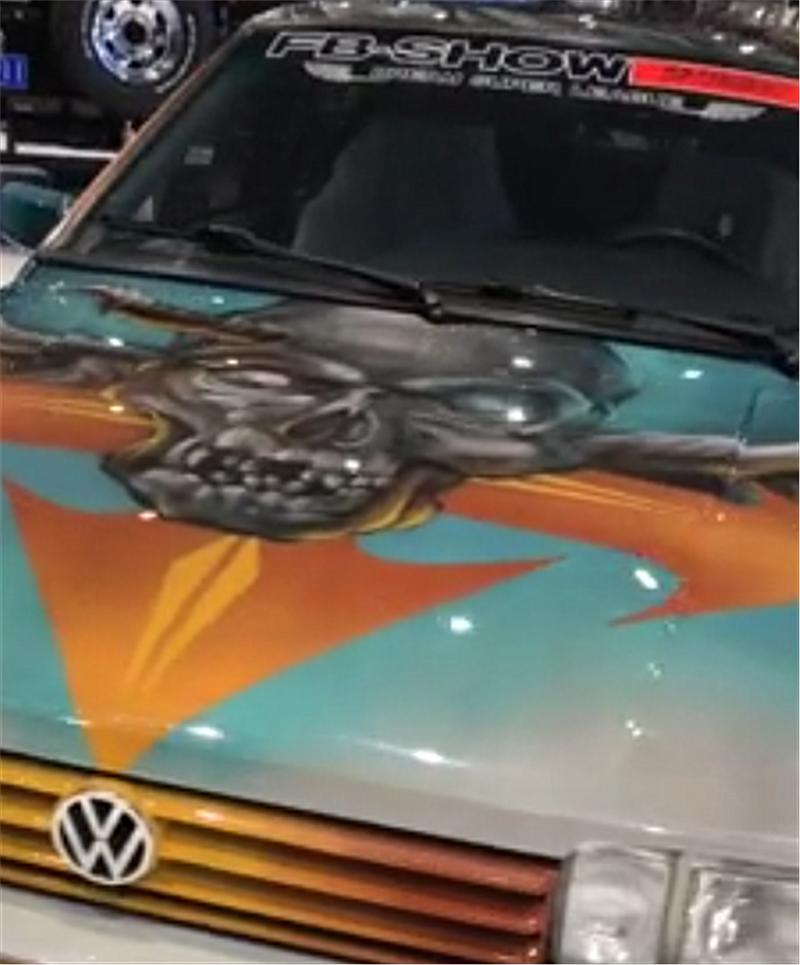 """""""艺术版""""桑塔纳现展厅,车价仅9万,全车骷髅版画,气场十足"""