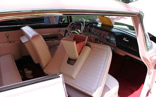 """50年代专为女性设计的""""粉嫩系""""汽车 车内细节吸睛"""