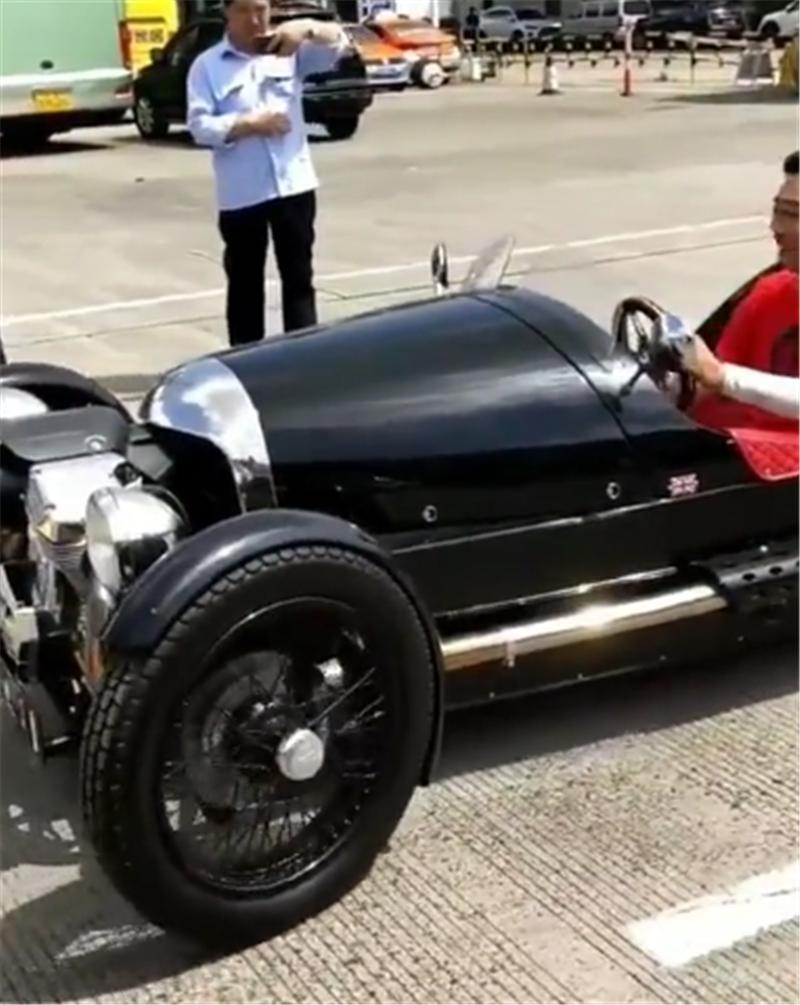 摩根三轮现车管所,排量仅2.0,外观似胶囊,车价88万却不能撩妹