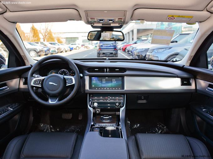 三十万就能买中大型豪华车?排面十足,而且特别有品位!