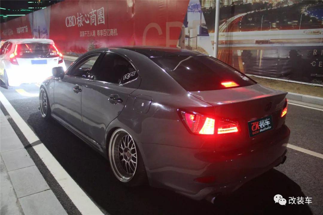 雷克萨斯IS300就算车尾不带L,改装后也能展示大气的一面!