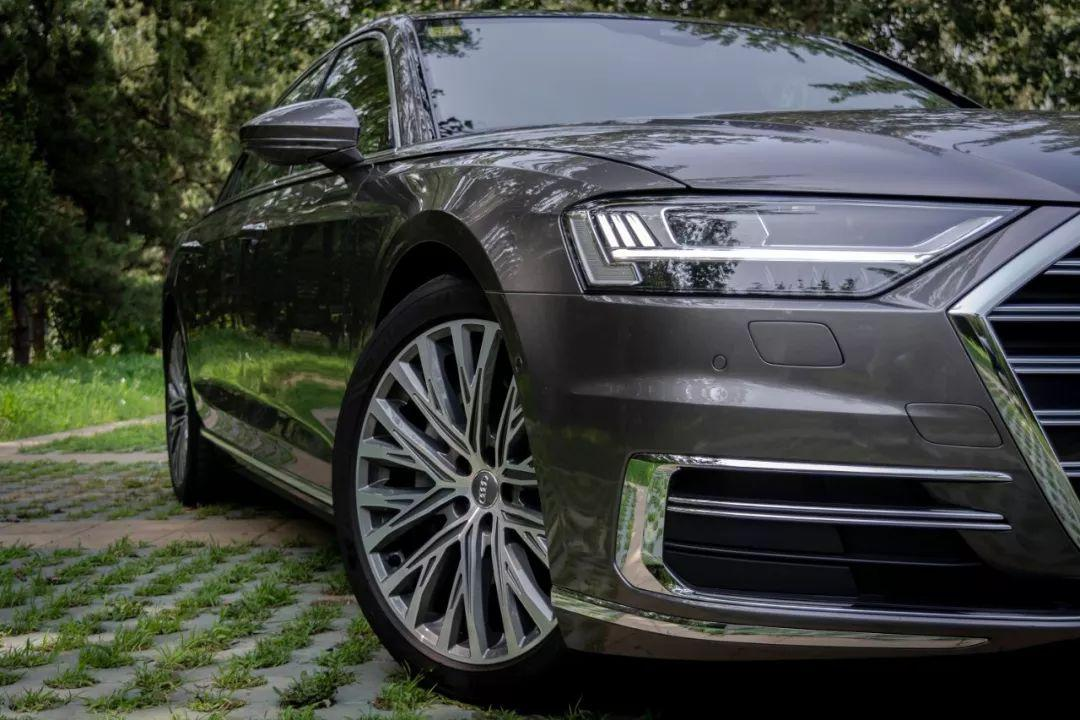 论豪华轿车,80万的奥迪A8L配拥有姓名