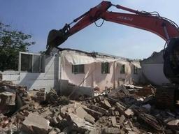 历时六小时,铁路南苑100余平楼顶违建被拆除