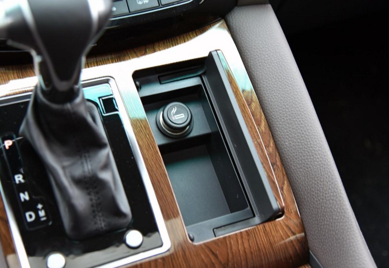 比别克GL8便宜6万,外观大气配2.0T,木纹装饰很豪华,无人想买