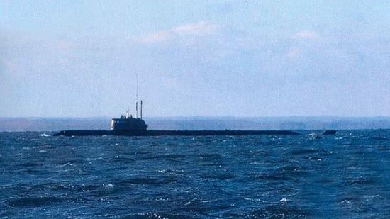 俄出事潜航器及事故细节属绝密信息 国防部长:牺牲艇员挽救了同志和深潜器