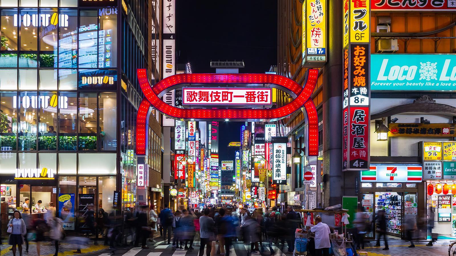 我开着日本山口组的座驾,去了趟亚洲最大的红灯区!