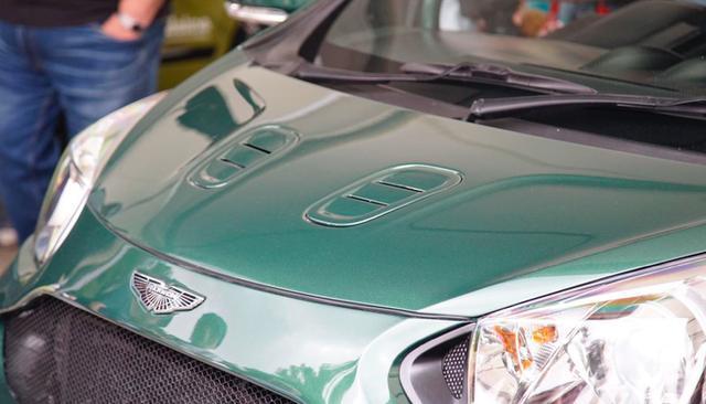 奥拓的身材,却配了台V8动力,4.2S破百,真有钱人的玩具