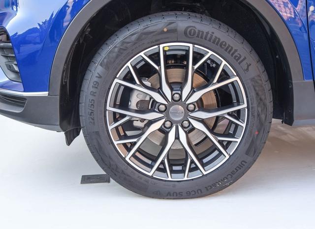 吉利給哈弗出難題,新SUV內飾科技感媲美奧迪,能把H6拉下馬?