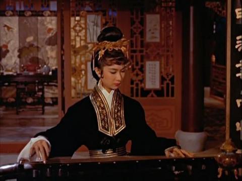 刘敏涛版的聂小倩太惨了,遇上毒舌又腹黑的宁采程,还被扔出门