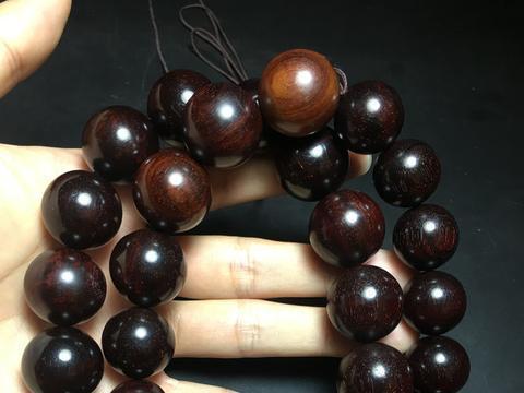 曾用于紫檀手串品质标准的珠子,在自然放性两年后会是什么样?