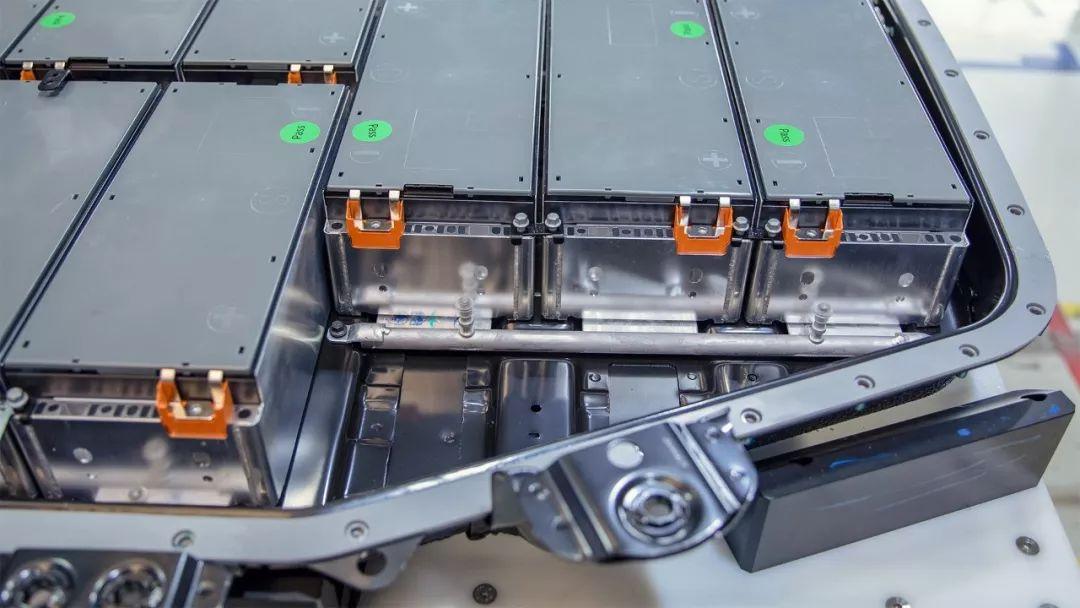 担心电动车电池不安全?这个品牌宣布电池终身免费质保